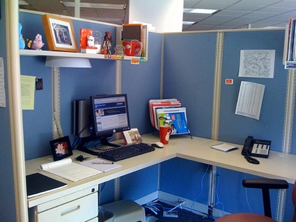 Stay organized workplace advice for millennials pinterest - How to keep your desk organized ...