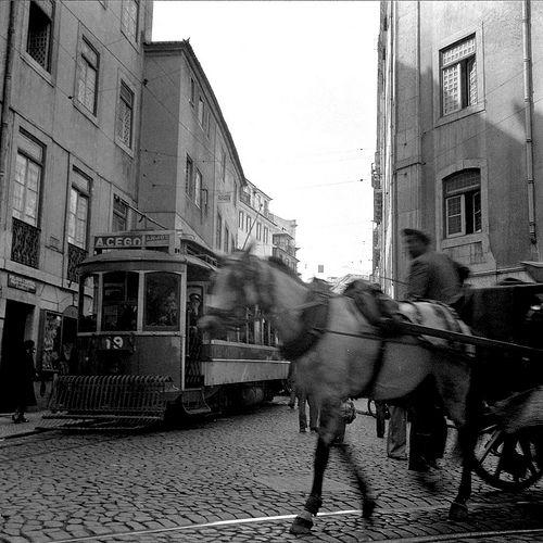 Vista de Lisboa - Calçada da Mouraria. Fotografia sem data. Produzida durante a actividade do Estúdio Mário Novais: 1933-1983.