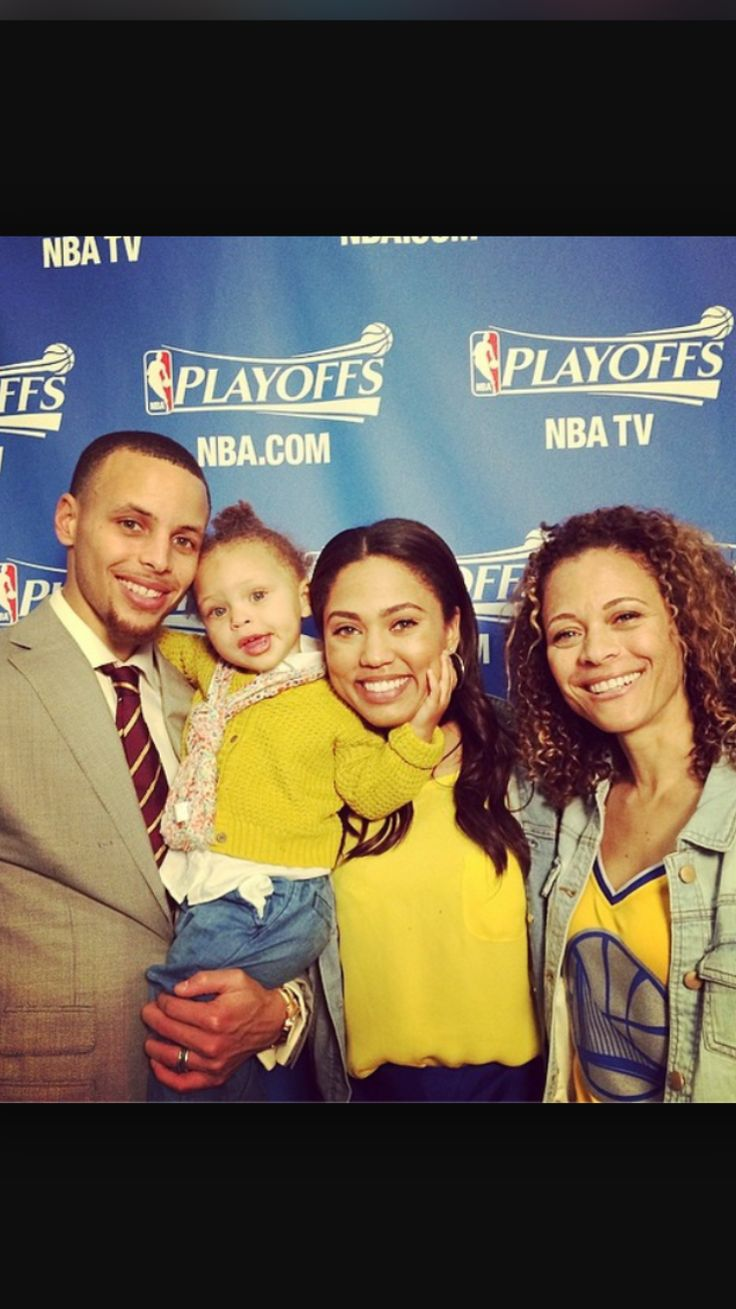 Steph Curry, his daughter Riley, Wife Ayesha and Mom Sonia.