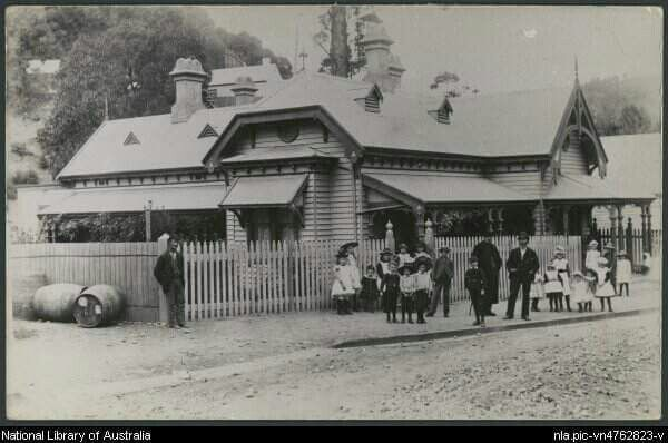Post office at Walhalla,Victoria in 1937.Photo from National Library of NSW.A♥W