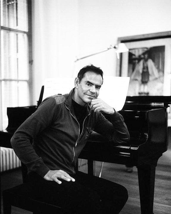 """""""Архитектура тоже очень похожа на музыку. В хорошем проекте есть начало которое задает тему есть перепады настроений например чередование светлого и темного большого и малого и конечно сюрпризы которых вы не ожидали."""" -  Месье Дидье Гомес каждый день играет на пианино классику: Шопена Рахманинова Баха.  #maletti #arhitecture #design #designer #music #interior #didiergomez #интерьер #дизайн #салонподключ #салонкрасоты #студиякрасоты #b2b #мебель #парикмахерскаямебель #парикмахерская #loreal…"""
