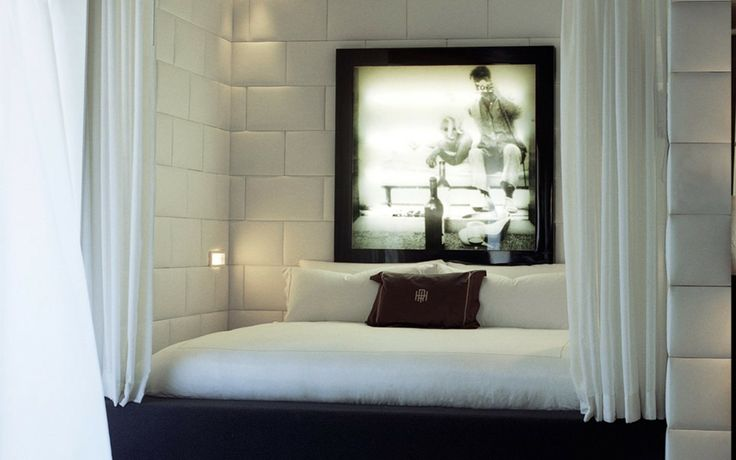 Custom-made bed linens for the Marilyn Monroe Suite at the Hollywood Roosevelt in Los Angeles. By SFERRA.