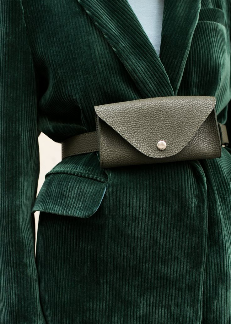 """#newarrivals #green #fannypack #beltbag #veganleather #wallet #accessories #thefrankieshop #frankienyc #frankiegirl Textured Vegan Leather Belt Bag w/Removable Matching Pouch Silver Snap Button Closure 100% Vegan Leather & Silver Metal Hardware Belt - 38"""" Total Length (34"""" from longest hole) Pouch - 6.75""""L x 4""""H x 1""""D Imported"""