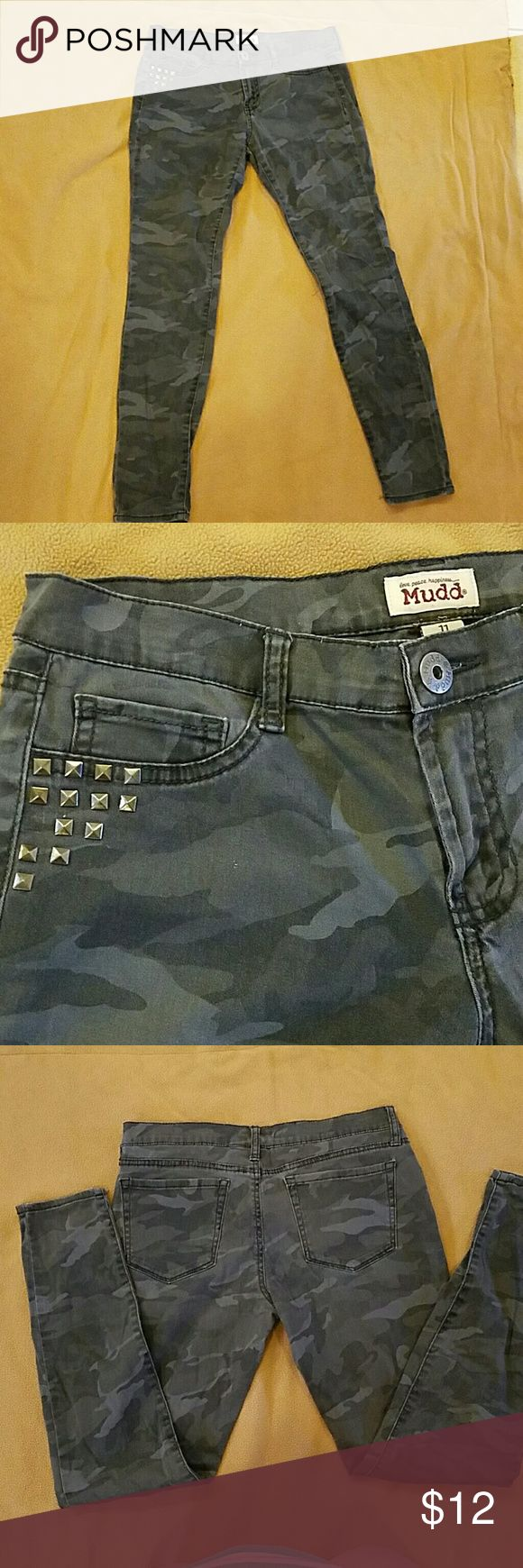 Grey camo Mudd pants size 11 Grey camo skinny pants in good used condition. Bundle up and save Mudd Pants Skinny
