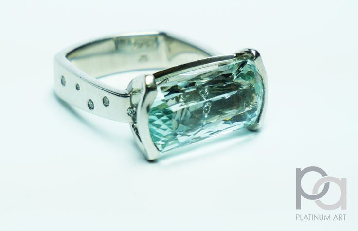 A single, but MASSIVE Aquamarine stone, naturally coloured and untreated, with a beautiful setting and diamonds inlaid in the sides, and even underneath the main center stone, which you can actually see through the top of the Aquamarine.