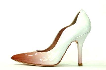 Zapato salón vestir de la marca eZzio en charol terracota degradado hasta blanco, detalle envolvente, suela cuero