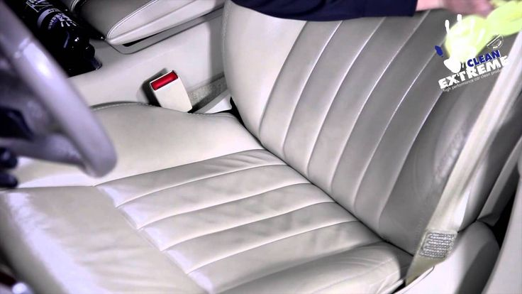 Auto-Lederpflege - Eine silikonölfreie, werterhaltende Speziallotion zum Schutz und zur Pflege von allen Glattleder-Oberflächen im Auto. Mit UV-Schutzformel gegen das Ausbleichen der ursprünglichen Leder-Farbe. Die Auto-Lederpflege wirkt farbvertiefend und erzeugt eine neuwertige Leder-Optik. Dezenter, natürlicher und sehr angenehmer Honig-Duft. #leder #glattleder #lederpflege #lederreinigung #lederlotion #autoleder #autoinnenreinigung #innenreiniger #innenreinigung #autopflege #cleanextreme