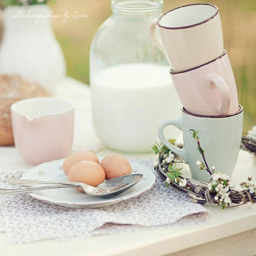 breakfast in soft pastelsKitchens Stuff, Pastel Photography, Milk, En Rose, Country Decor, Breakfast Tables, Soft Pastel, Teas Parties, Pastel Dishes