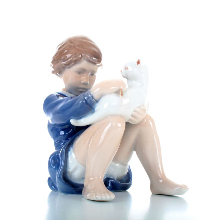 ROYAL COPENHAGEN figurine - Girl with cat no. 4631 - Grade A porcelain. Danish design. Stunning porcelain figurine in pristine condition! by DanishVintageDesigns on Etsy