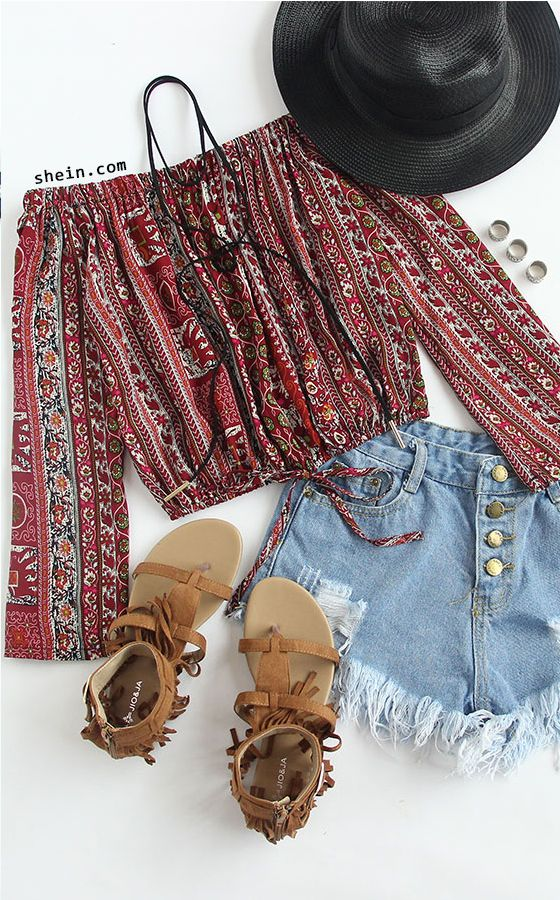 Off the shoulder tops and frayed denim shorts make for the perfect festival outfit combo