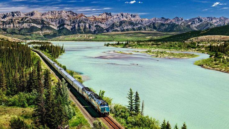 Le train Toronto-Vancouver épouse le relief canadien. Ici, la rivière Athapasca, dans le Parc national de Jasper. Une étape idéale pour découvrir les Rocheuses.