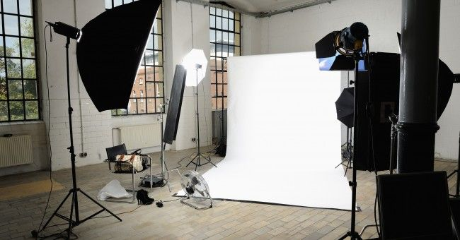 Day 9: 9000€ on my own photostudio including white wall, lights as and a foto & video camera