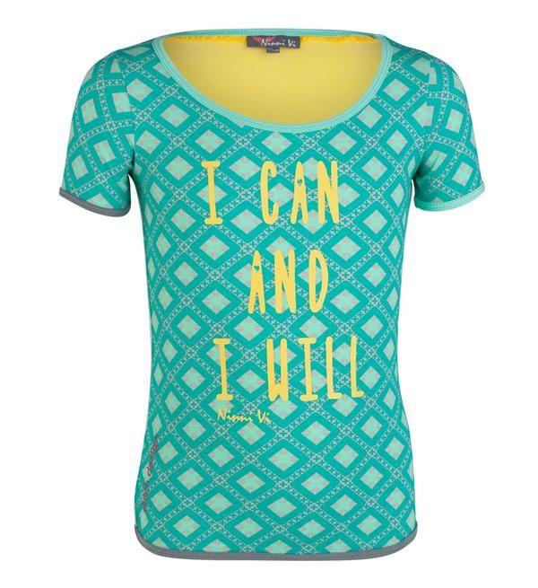 Ninni Vi t-shirt met all over print en tekst aan de voorzijde. Shirt met korte mouwen. De achterzijde heeft een verticale bies.