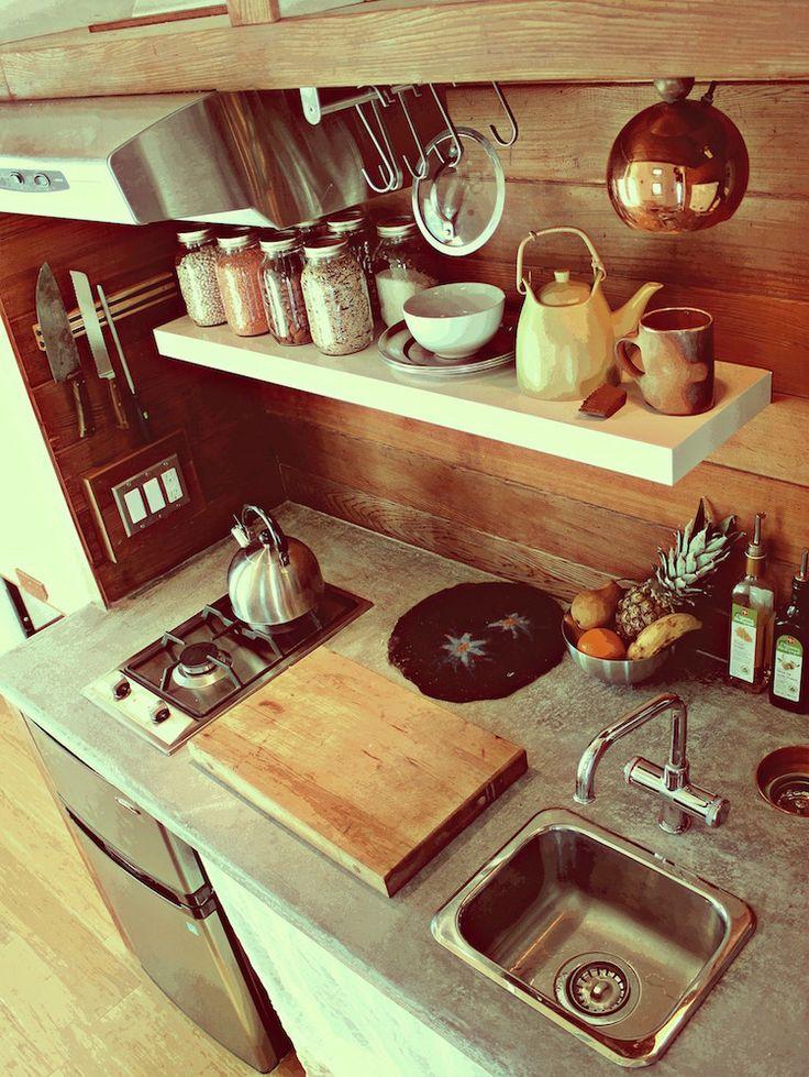 Leaf House, version 3 - kitchen - photos : tinyhouseblog