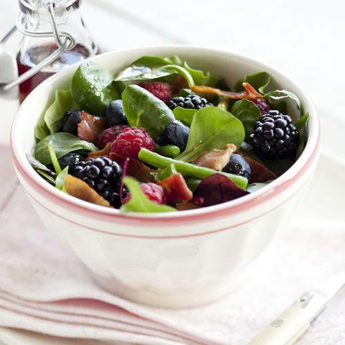 Op Verse Oogst heb ik dit heerlijke recept gevonden Salade met zomerfruit en uitgebakken spekjes. Lijkt het je ook lekker, bekijk het recept op Verse Oogst!