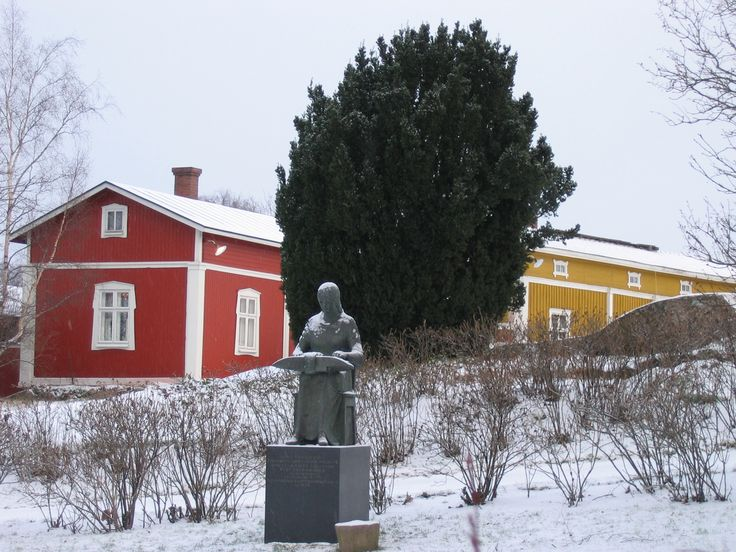 Statue of a bobbin lace maker in Rauma,Finland - It was placed there in 1976 to commemorate the lace making tradition, which started in Rauma in the 18th century, and still continues today. Made by Finish sculptor and professor Kauko Räike (1923-2005).