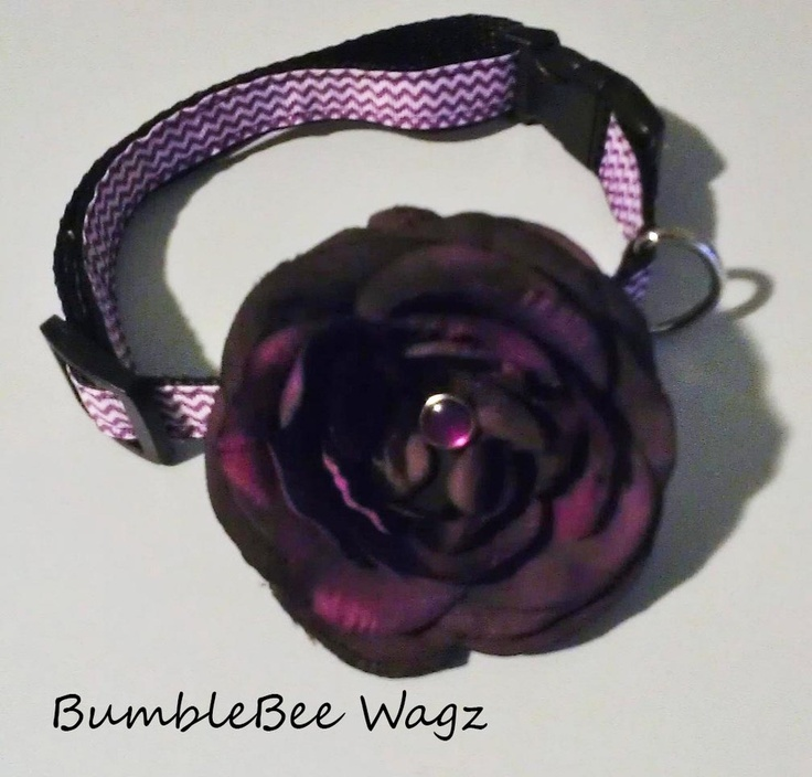 Simply gorgeous purple chevron print collar accented with a beautiful purple flower. 3/4' poly webbing repels water and stains. Curved buckle adds maximum comfort for your furry love!Adjusts from 12' to 20'Size (M)As responsible pet parents you should always watch your dog when wearing accessories as some can be a choking hazard or might get ruined during rough playtime!