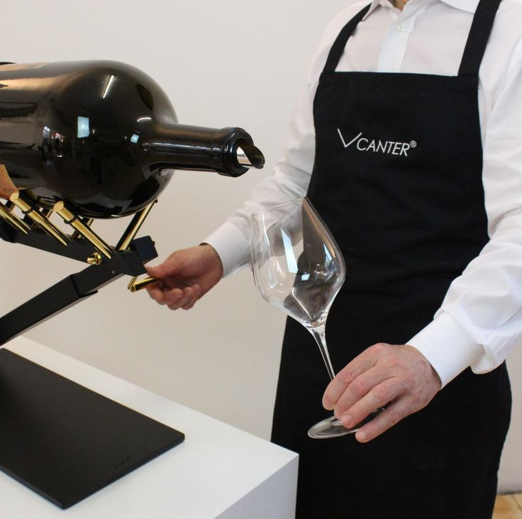 decanting large format wine and champagne bottles like a sommelier with the VCANTER ® Dekantieren sie Großflaschen ( Big Bottles ) Wein und Champagner wie ein Sommelier mit dem VCANTER ® www.vcanter.com