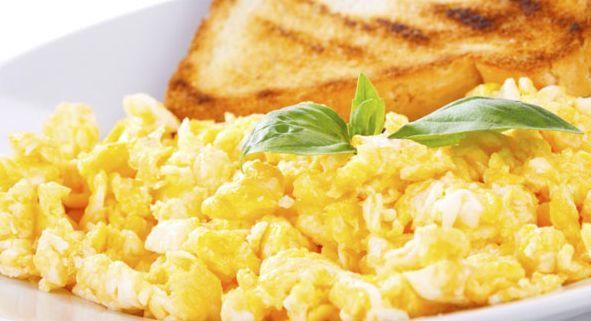 Prato do dia: Ovos mexidos de Microondas
