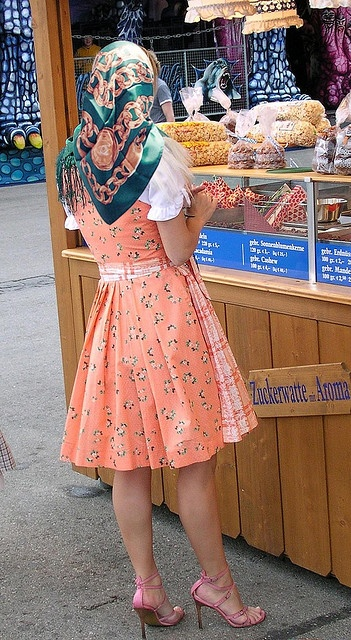 that's so cool! (Oktoberfest Chanel-Scarflady by RESTAURAT0R, via Flickr)