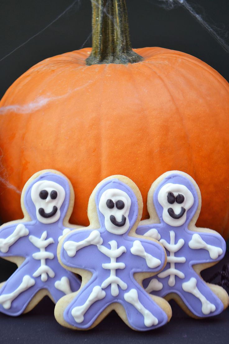 Halloween Skeleton Sugar Cookies by Bake Sale Toronto.