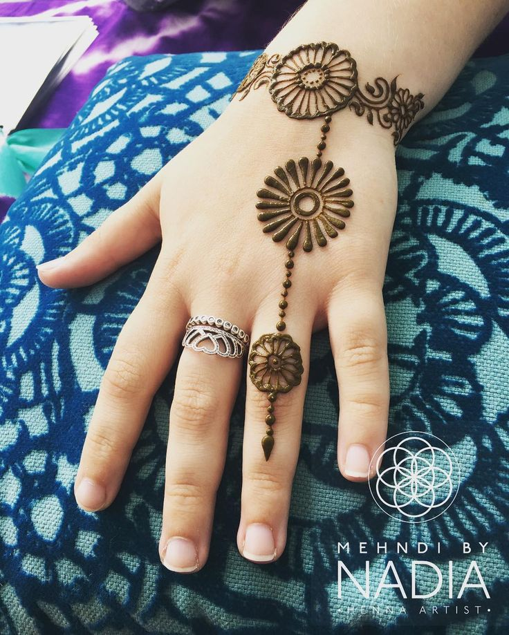 "215 Likes, 5 Comments - Nadia's Henna Happiness Studio (@mehndi_by_nadia) on Instagram: ""#DaisyChain for my biggest #fan ...#norwich #theforumnorwich #hennaartist #henna"""