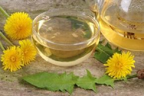 7 motive pentru care trebuie să bei zilnic ceai de păpădie