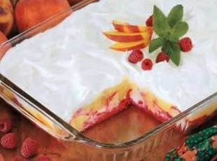 Raspberry Peach Delight Recipe | Really lite- angel food cake, fat free cool whip, sugar free jello, peaches - yum!