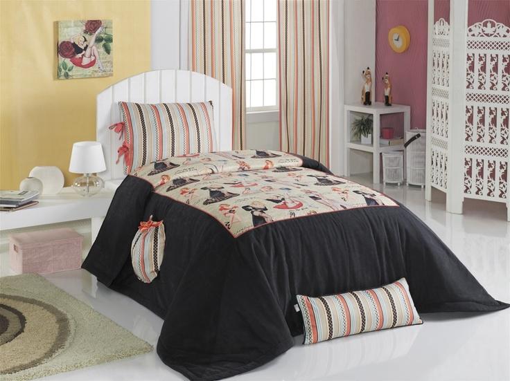 Apolena Pin-Up Kızları Yatak Örtüsü