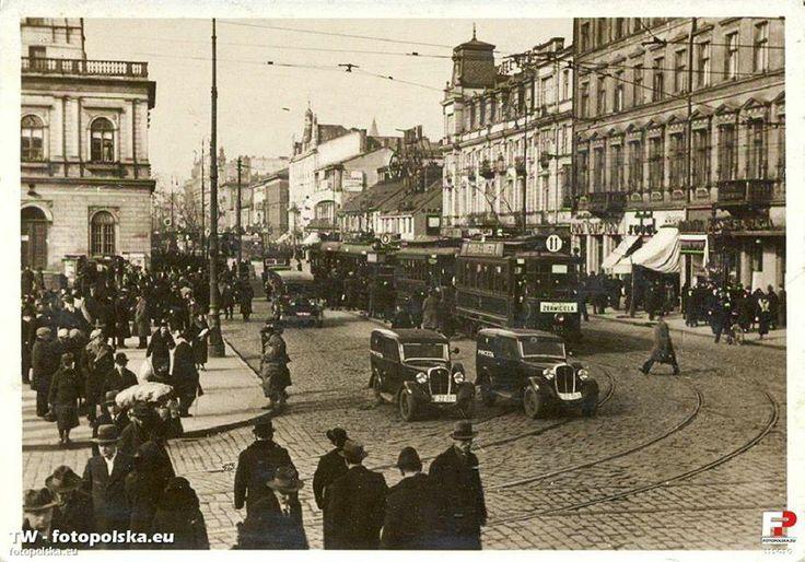 Ulica Marszałkowska. Po lewej gmach dworca kolei Warszawsko - Wiedeńskiej