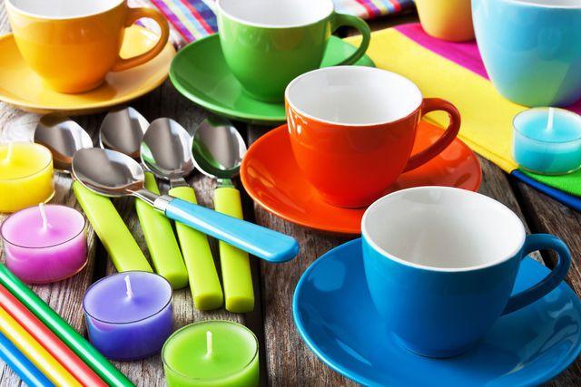Домашнее средство для ухода за посудой. Экологический образ жизни входит в моду, поэтому многие хозяйки покупают бытовую химию из натуральных компонентов, в составе которой нет токсичных отбеливателей. Прекрасной альтернативой синтетическим моющим препаратам являются домашние средства для мытья посуды, которыми пользовались когда-то наши бабушки. #edimdoma #advice