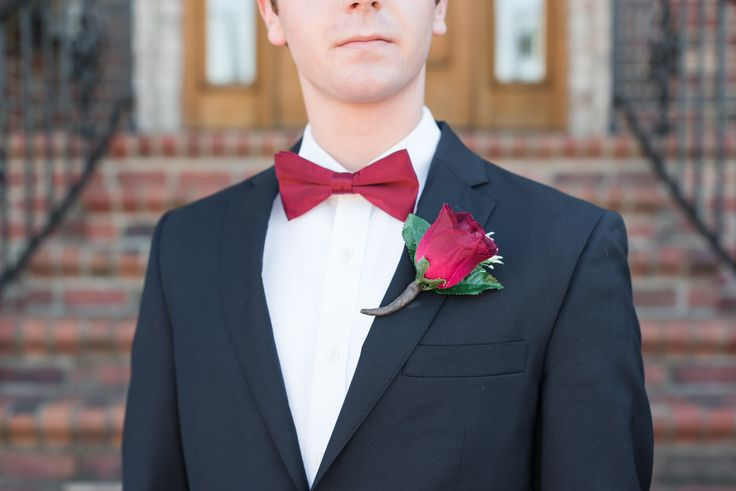 Groom's outfit ideas | Red bow tie | Red rose boutonniere | Fall wedding ideas | Wedding photography ideas (www.stateofgraceevents.com)