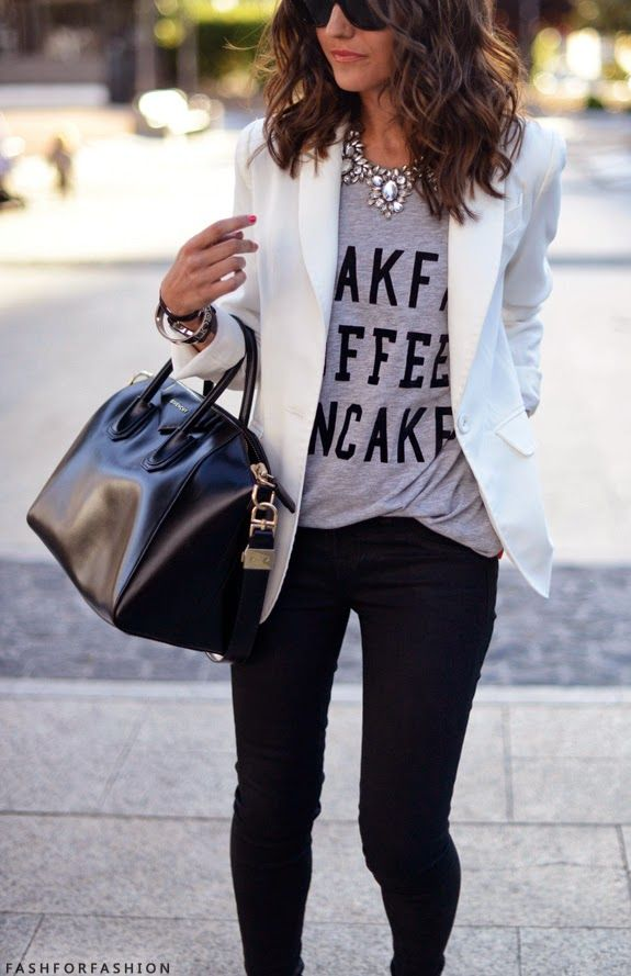 Printed tee with a statement necklace and blazer -