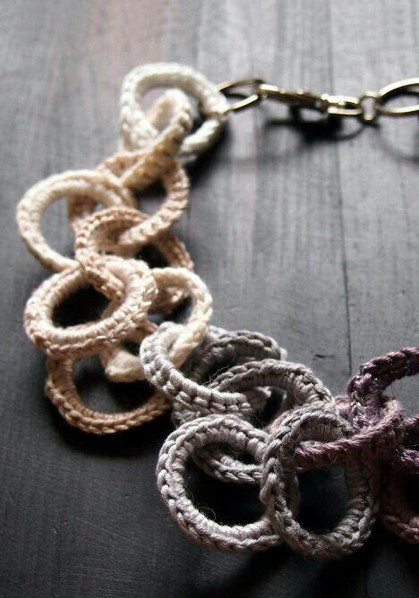 Collana con anelli ricoperti