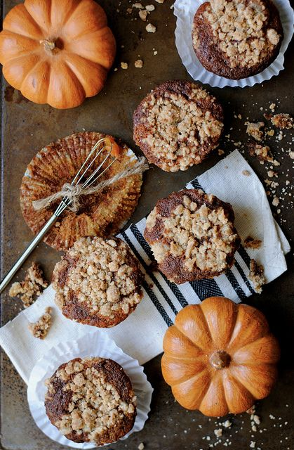 Pumpkin Nutella Swirl Muffins with Pumpkin Spice Crumble Topping