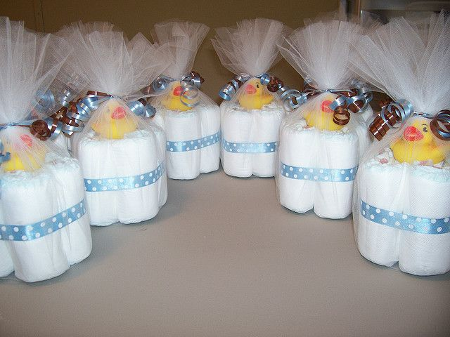 baby shower - mini diaper cakes - cute for baby shower table centerpieces