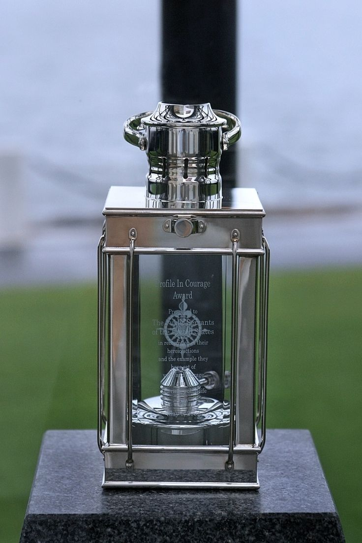 best jfk images jackie kennedy the kennedys  profile in courage award lantern