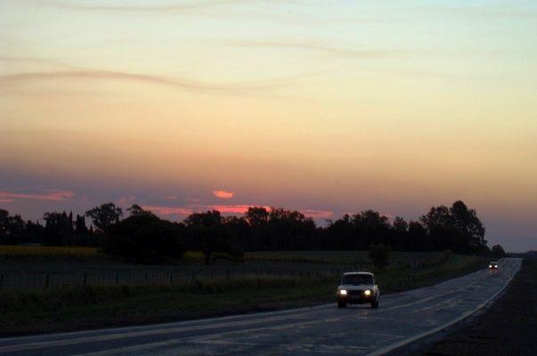 Se firmó el contrato para obras de señalamiento horizontal en rutas provinciales
