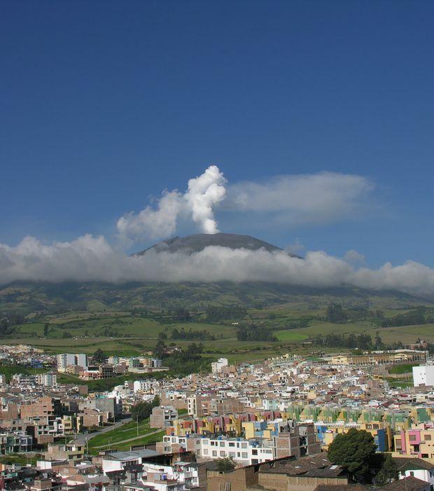 Galeras (Colombie) : sa dernière entrée en éruption date du 3 janvier 2010, et avait forcé l'évacuation de 8 000 personnes.