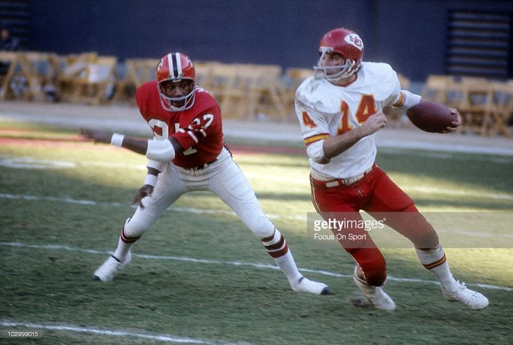 Running Back Ed Podolak #14 of the Kansas City Chiefs running with the ball gets pass defensive back Tom Hayes #27 of the Atlanta Falcons December 17, 1972 during an NFL football game at Atlante Fulton-County Stadium in Atlanta, Georgia. Podolak played for the Chiefs from 1969-77.