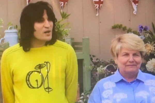 The Great British Bake Off presenter Noel Fielding is distracting GBBO viewers from the Channel 4 show with his unusual outfits