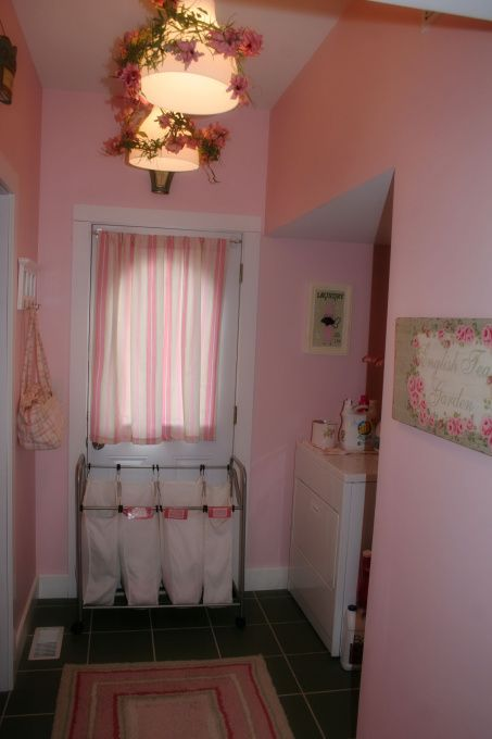 Small pink laundry room - Other Spaces Design