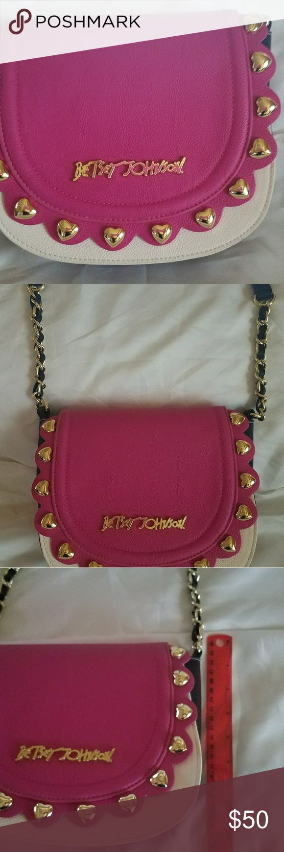 Betsey Johnson crossover purse Adorable Betsey Johnson Crossover Purse Betsey Johnson Bags Crossbody Bags