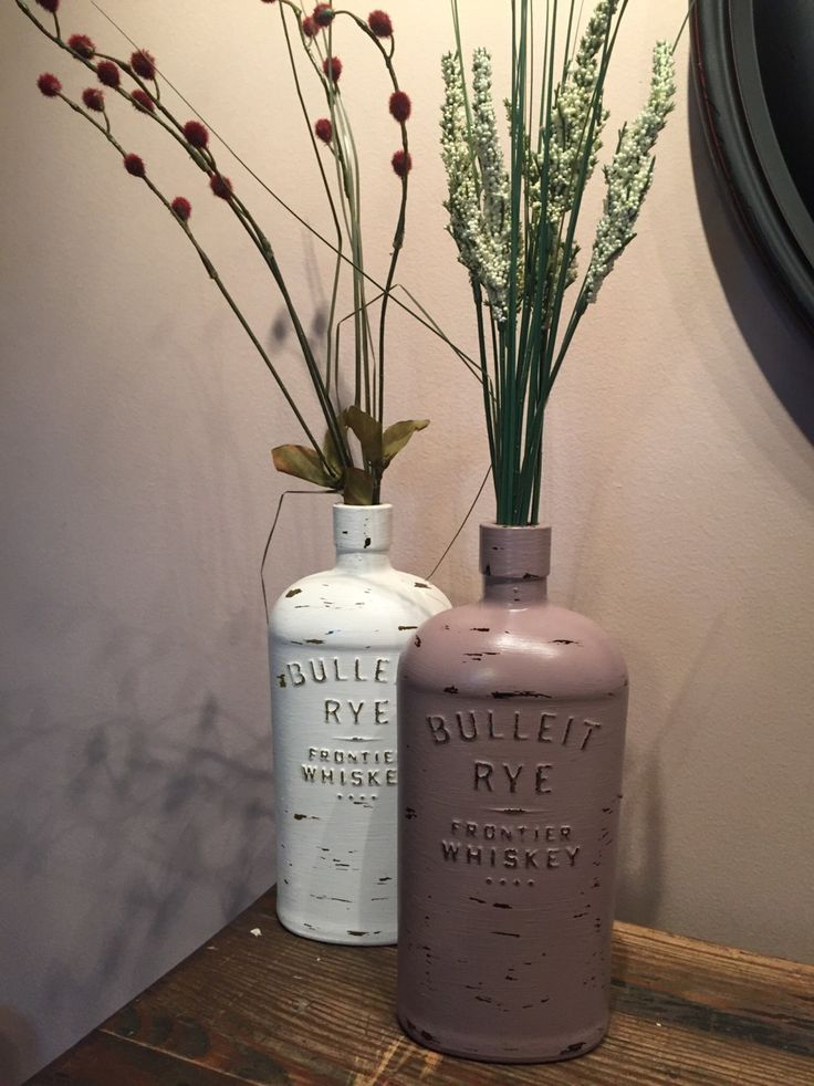 This listing is for one 750mL hand painted Bulliet Rye Frontier Whiskey bottle. Each bottle is uniquely distressed thus no two bottles will look exactly the same. Three colors available: Rustic Antique White, Rustic Dusty Mauve, or Rustic Country Blue.