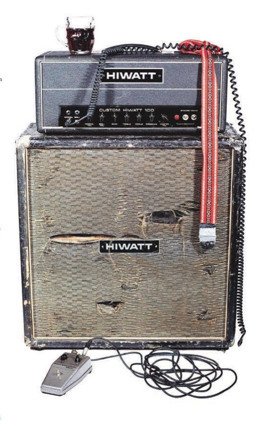 That's how real rock'n'roll amps should look like after an amazing punkrock show! \m/