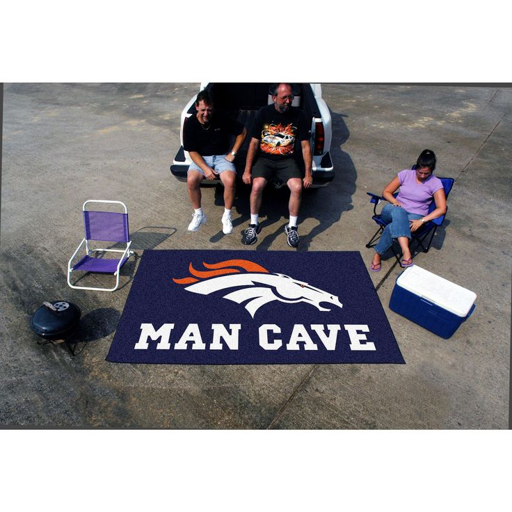 Show your team pride and add style to your tailgating party with this man cave Ulti-Mat from Fanmats. Made of 100-percent nylon carpet with a non-skid recycled vinyl backing, the mat is officially lic
