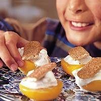 Recept Doordeweeks Toetje Van Perzik, Griekse Yoghurt En Kanelly`s | Smulweb.nl