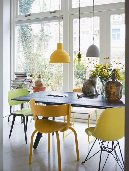 Eettafel met gele stoelen - vtwonen