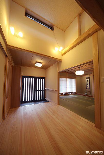玄関ホールは吹抜天井。ホールに面して和室を設けました。#和風住宅 #和風玄関 #玄関 #和室 #吹抜 #家づくり #住宅 #設計事務所 #菅野企画設計