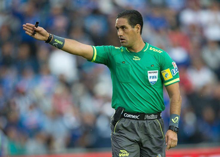 ROBERTO GARCÍA OROZCO ES EL ÁRBITRO DE LA VUELTA CHIVAS VS ÁGUILAS El silbante fue elegido como el juez central para el partido de vuelta del Clásico entre Chivas y América en el Estadio Chivas.